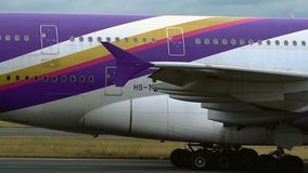 Nahaufnahme von Körper Airbusses A380 stock video footage