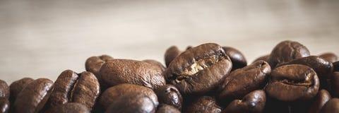 Nahaufnahme von Kaffeebohnen lizenzfreie stockfotos