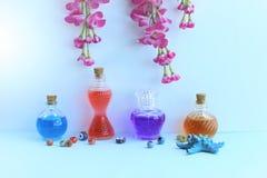 Nahaufnahme von Parf?mflaschen stockfoto
