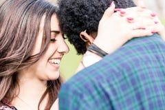 Nahaufnahme von reizenden Paaren lizenzfreie stockfotos