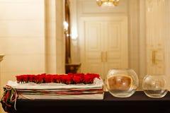 Nahaufnahme von roten Rosen eines schönen Blumenstraußes Lizenzfreies Stockbild