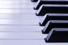 Nahaufnahme von Schlüsseln eines Klaviers Stockfoto
