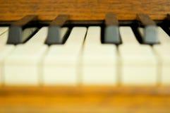 Nahaufnahme von Schlüsseln eines Klaviers Stockfotos