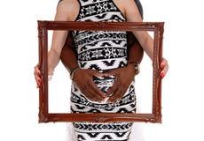 Nahaufnahme von schwangeren Paaren mit Bilderrahmen stockfoto