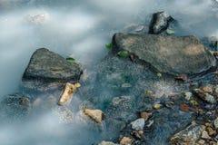 Nahaufnahme von Schwefelwasserstoff-Fluss Stockbild