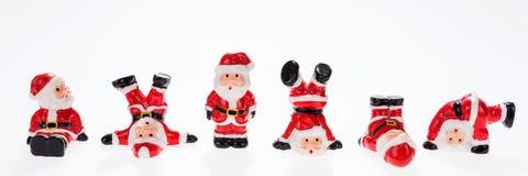 Nahaufnahme von sechs lustigen Santa Claus-Zahlen in Folge Lizenzfreies Stockfoto
