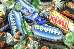Nahaufnahme von Snickers, Mars, Prämie, Milchstraße, Twix-Süßigkeiten Stockbild