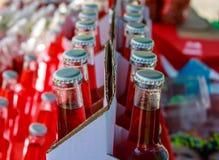 Nahaufnahme von sortierten Sodaflaschen Stockfotos