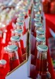 Nahaufnahme von sortierten Sodaflaschen Stockbilder