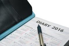Nahaufnahme von Tagebuchbuch 2016 mit Kalender und Stift stockbild