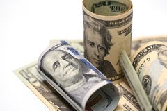 Nahaufnahme von US-Dollar Rechnungs-, 20 und 100Dollarscheinen stockfoto