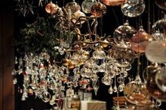 Nahaufnahme von Vielzahl Weihnachtsdekorationen im Verkauf am Markt in Köln Lizenzfreies Stockfoto