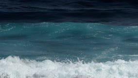 Nahaufnahme von Wellen Geschossen auf Kennzeichen II Canons 5D mit Hauptl Linsen stock footage