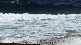Nahaufnahme von Wellen Zwei Geschwindigkeiten stock video footage