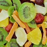 Nahaufnahmeanordnung für trockene Mehrfarbenfrüchte Stockbilder
