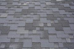 Nahaufnahmeansicht über Asphalt Roofing Shingles Background Dach-Schindeln - Deckung Lizenzfreies Stockbild