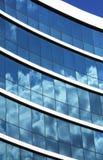 Nahaufnahmeansicht der Bürohausfenster Lizenzfreies Stockbild