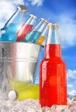 Nahaufnahmeansicht der Flaschen mit Eis Stockbild