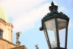 Nahaufnahmeansicht der Laterne in Prag Lizenzfreie Stockfotos