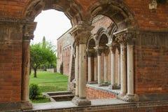 Nahaufnahmeansicht der Ruinen der Ziegelsteinkirche Stockfoto