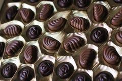 Nahaufnahmeansicht des Kastens Schokoladen, Ansicht von oben lizenzfreie stockbilder