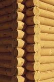 Nahaufnahmeansichtecke des Holzhauses machte natürliche Klotz Lizenzfreies Stockfoto