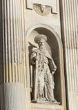 Nahaufnahmeansichtstatue von Saint Paul in einer Nische auf der Front der Kirche von Santa Maria della Grazia, Lecce Lizenzfreie Stockbilder