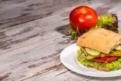 Nahaufnahmebild des vegetarischen Sandwiches mit Tofu Stockbild