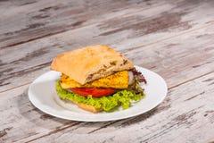 Nahaufnahmebild des vegetarischen Sandwiches mit Tofu Lizenzfreie Stockbilder
