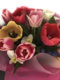 Nahaufnahmeblumenblumenstrauß mit Tulpen stockfotografie