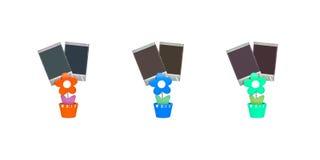 Nahaufnahmefarbklammernfoto in der orange Blume, in der blauen Blume und in der grünen Blumenform lokalisiert auf weißem Hintergr Stockfotos