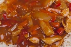 Süßes und saures Huhn mit Reis. stockbild