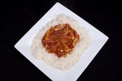 Süßes und saures Huhn mit Reis. Lizenzfreie Stockfotos