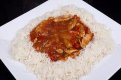 Süßes und saures Huhn mit Reis. Lizenzfreies Stockbild