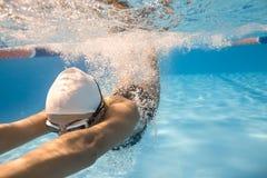 Nahaufnahmefoto des Unterwasserschwimmers Lizenzfreies Stockfoto
