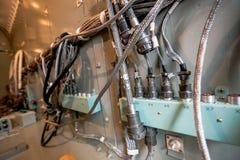 Nahaufnahmefoto einer Autoware an der Fabrik stockfotografie