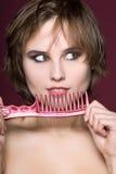 Nahaufnahmefrau mit Hairbrush stockbilder