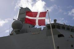 Nahaufnahmefregatte und -flagge Stockbild