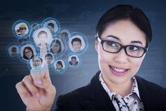 Nahaufnahmegeschäftsfrau wählen Leute Lizenzfreie Stockfotos