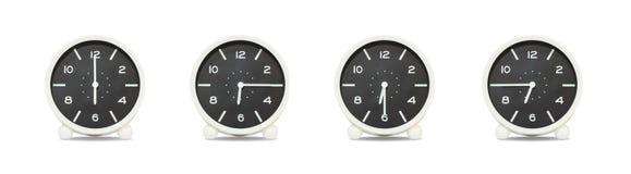 Nahaufnahmegruppe der Schwarzweiss-Uhr mit Schatten für verzieren Show die Zeit in 6, 6:15, 6:30, 6:45 a M Lokalisiert auf weißem Stockfotografie