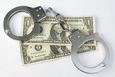 Nahaufnahmehandschellen und -geld Lizenzfreie Stockfotos