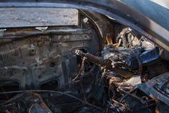 Nahaufnahmeinnenfoto eines gebrannten heraus Autos lizenzfreie stockfotos