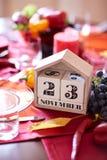 Nahaufnahmekalender mit Datum der Danksagung 2017 an einem Tabellenhintergrund Erntedankfest Kopieren Sie Platz Lizenzfreie Stockfotografie