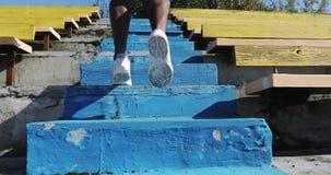 Nahaufnahmelauf herauf die Treppe stock video footage