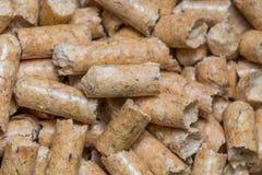 Nahaufnahmemakrofüller für Katzenhaustier-Haustiertoilette Gepresstes hölzernes sauberes Sägemehl egology, kein Geruch für das Ha stockfotografie
