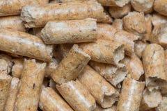 Nahaufnahmemakrofüller für Katzenhaustier-Haustiertoilette Gepresstes hölzernes sauberes Sägemehl egology, kein Geruch für das Ha stockbild
