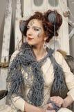 Nahaufnahmemodefrau mit Wolle Lizenzfreies Stockbild