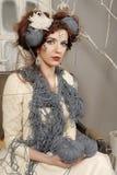 Nahaufnahmemodefrau mit Wolle Lizenzfreie Stockfotografie