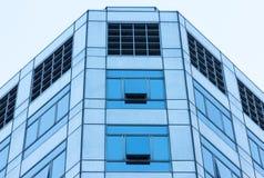 Nahaufnahmemodernes Glasgebäude stockbild