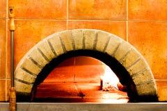 Nahaufnahmeofen für machen eine Pizza Stockfotos